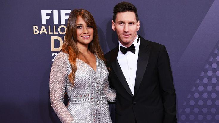 """Na Argentina, ninguém duvida que o casamento entre o craque do Barcelona, Lionel Messi, e sua companheira de longa data, Antonella Roccuzzo, será o """"evento do ano"""" no país. Marcado para o dia 30 de junho, o casal deve fazer uma mega festa para até 650 convidados em um """"grande hotel"""" da cidade,..."""