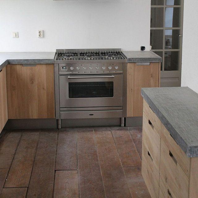 Koak Design Massief eiken houten keuken met ikea keuken kasten door Koak design in de stijl van piet boon en paul van de kooi met een betonnen blad beton keukenblad aanrecht by Koak Design, via Flickr