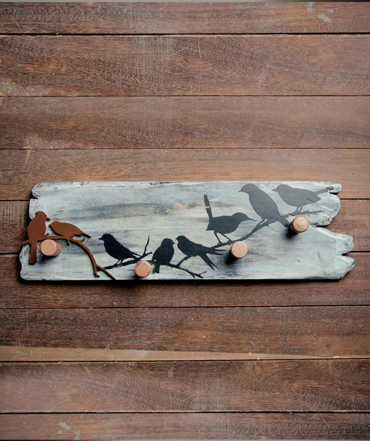 Pájaros - Perchero en madera, estampado. $130.000 COP (Envío gratis). Encuentra más muebles ecoamigables en https://www.dekosas.com/resto-madero