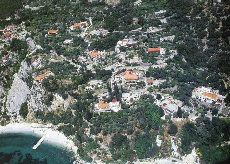 Πανοραμικά άποψη της Νέας Σκήτης (Μονή Αγίου Παύλου, Άγιον Όρος) - New Skete from the air (Monastery of St. Paul, Mount Athos)