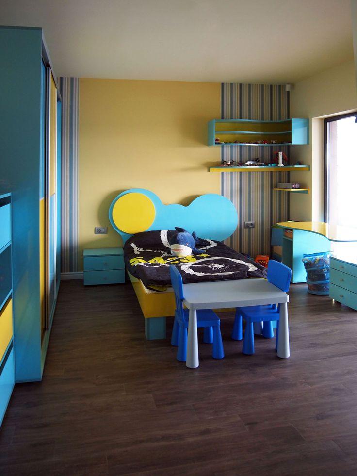 Un mobilier pentru copii, pe lângă multiplele spaţii de depozitat necesare pentru jucării şi haine, trebuie să fie colorat şi vesel.