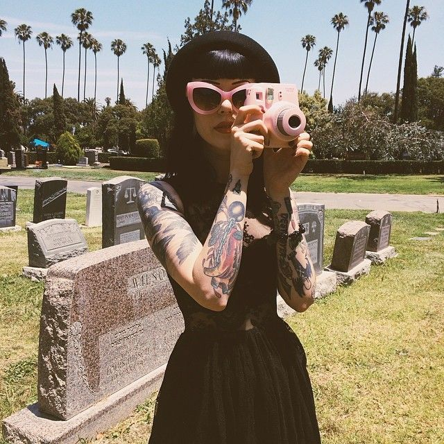 punkrockbetty:  elizasidney:  Goth Beach Day (at Hollywood Forever)  THIS BABE.