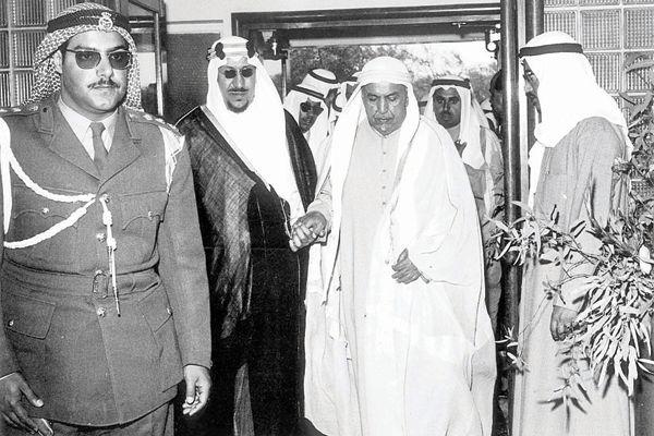 الامير الشيخ عبدالله السالم مع الملك سعود في الكويت عام 1961 Historical Photos Kuwait Culture