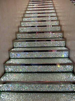 Escalier de la boutique Swarovski sur les Champs-Élysées ...