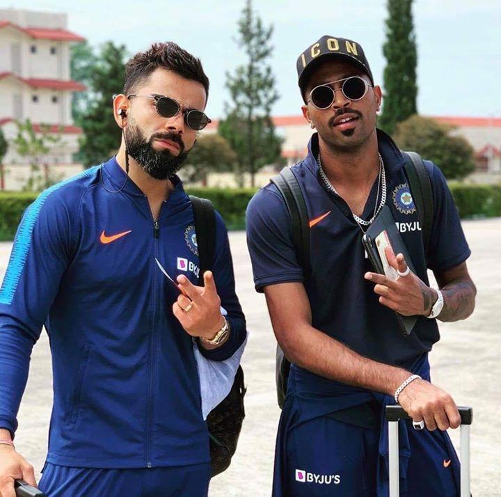 Virat Kohli And Hardik Pandya Pose For A Picture On Their Way To Chandigarh Cricket Videos Virat Kohli Cricket Time