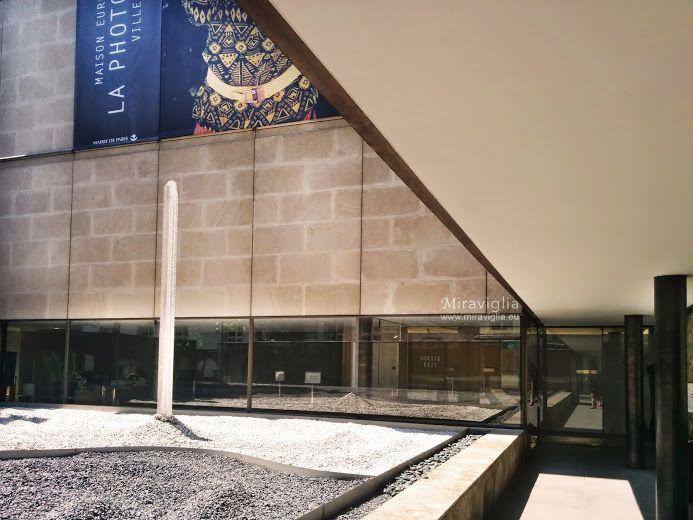 """Maison Européenne de la Photographie nel Paris, Île-de-France Il museo è aperto ai fotografi emergenti oltre che alle retrospettive di grandi nomi del campo come Larry Clark et Martine Barrat. La """"Casa della fotografia"""" è un vero e proprio punto di ritrovo per gli appassionati. Le esposizioni d'arte contemporanea ritmano la vita del luogo durante tutto l'anno, presentando spesso le opere prese dagli sfondi, molto ricchi, del museo parigino…"""