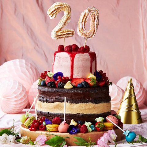 Impa på gästerna med en riktig höjdartårta – som enkelt blir till två tårtor när det är dags att äta den. Här visar vi hur du gör höjdartårtan!