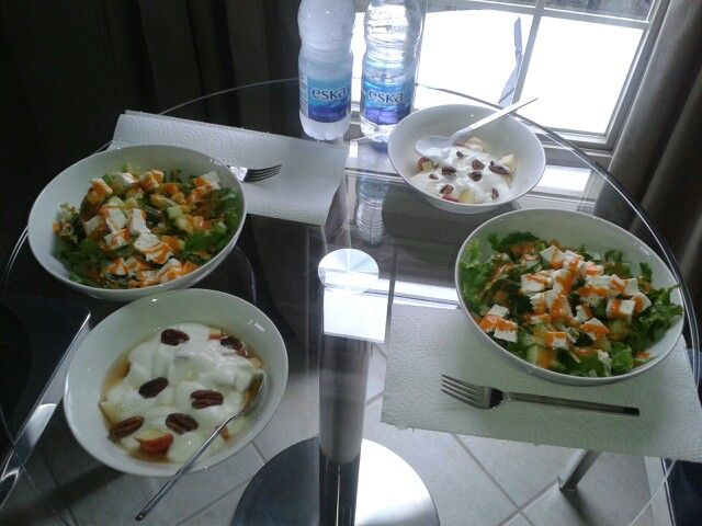 Good that i make / salad with vegetable and feta cheese and for desert slices of apple with plain yogurt, pecan and maple sirop :)