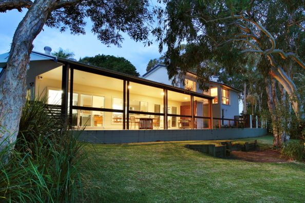 Caloundra, Queensland, Australia • Beach House Directly on Lake at Dicky Beach • VIEW THIS HOME  ►  https://www.homeexchange.com/en/listing/190127/