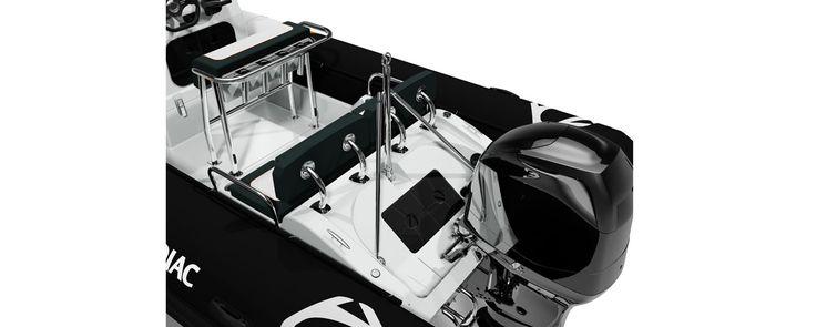 MODULARITÉ Véritable couteau suisse, à l'aise dans toutes les activités, le Pro Open est considéré comme le cross-over des mers. La polyvalence de ce semirigide a été pensée dans tous ses détails, afin de vous faire vivre votre passion du sport sans aucune limite. Sa conception lui permet d'être facilement transportable, même flotteur gonflé, et de s'adapter à vos passions : escapades, pêche, ski nautique, wakeboard, bain de soleil etc. Sur le pont, transformez votre bateau en places assises…
