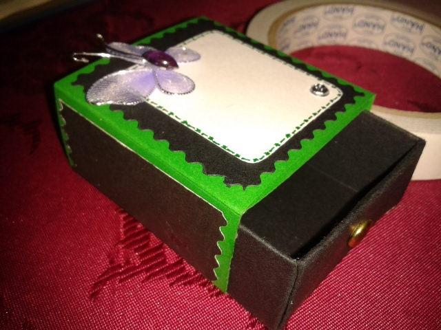 una cajita tarjeta