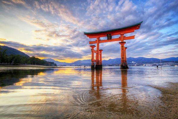 floating gate of itsukushima shrine