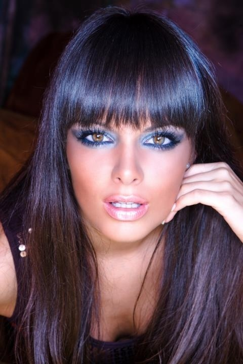 .Hair Colors, Dark Hair, Eye Makeup, Hairmakeup, Black Hair, Hair Makeup, Bangs, Eyemakeup, Brown Hair