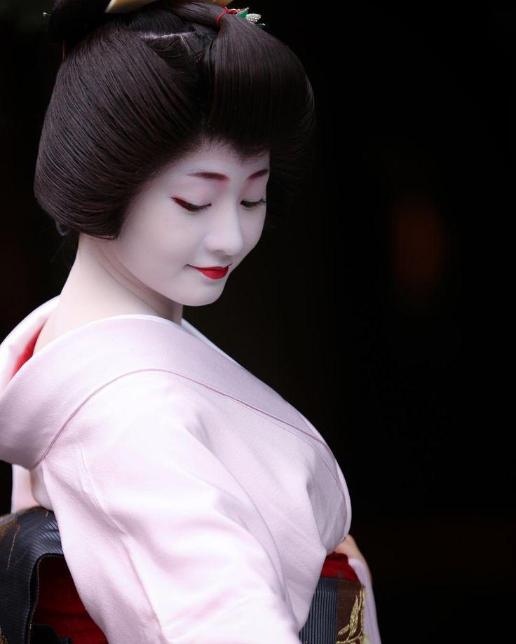 いいね!108件、コメント9件 ― yuさん(@ikey7o)のInstagramアカウント: 「Contrast . #京都 #祇園 #祇園甲部 #芸妓 #舞妓 #着物 #ポートレート #ポートレート部 #japan #japanese #kyoto #gion #geiko #maiko…」