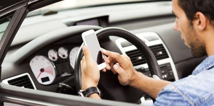 Multa e sospensione della patente per guida con telefonino, bufala o verità?
