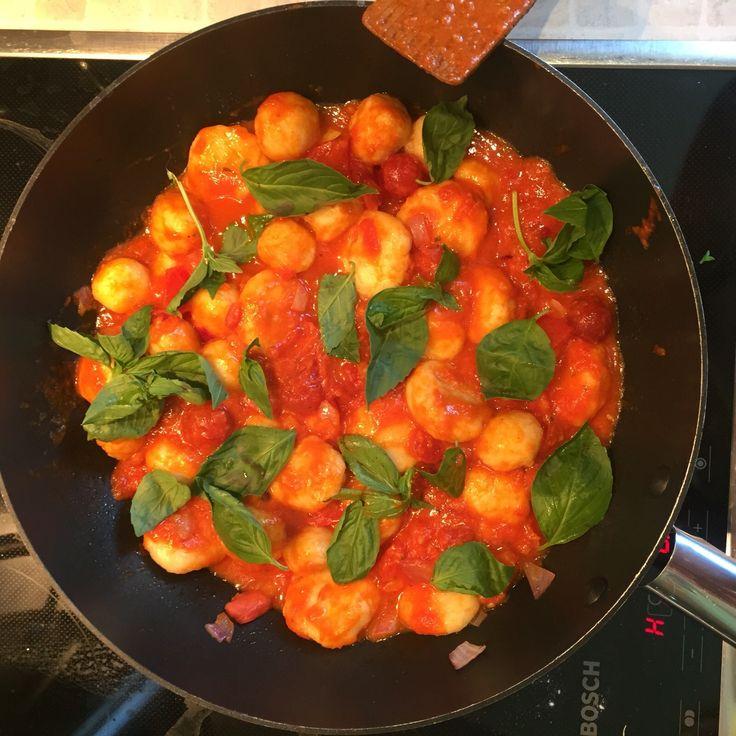 Рецепт для голодных любителей Италии) Ньокки с соусом Пармиджана ньоки, пармиджана, Итальянская еда, фирменное блюдо, Италия, еда, соус, вкусно, длиннопост