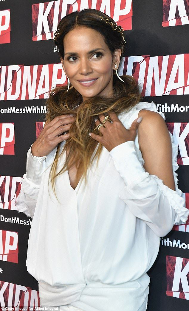 Halle Berry stuns in minidress at Kidnap red carpet | Daily Mail Online