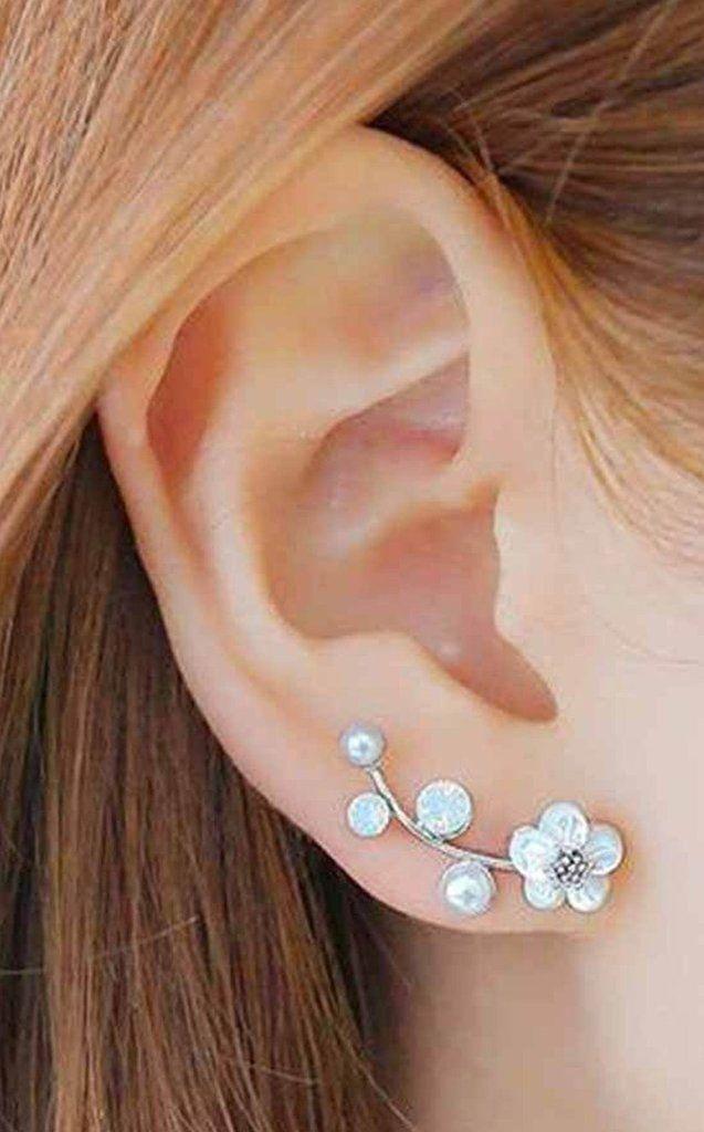 Cute Feminine Ear Piercing Ideas for Teenagers - Girly Flower Pearl Ear Climber Crawler Lobe Earrings - pendiente del escalador del oído de la flor de la perla - www.MyBodiArt.com