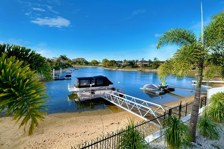 This inner city waterfront home is ideal for couple, young families, investors or retirees wanting to be close to the action. 91 Hooker Bvd   #GoldCoast / #Hinterland   #Australia   Luxury Property Selection