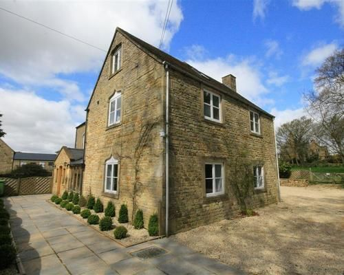 8 Bedroom Farmhouse in Stow