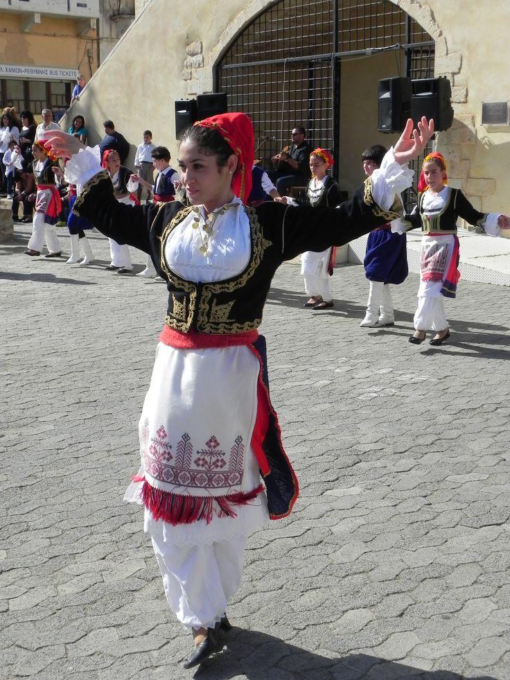 Cretan dancers in Kasteli