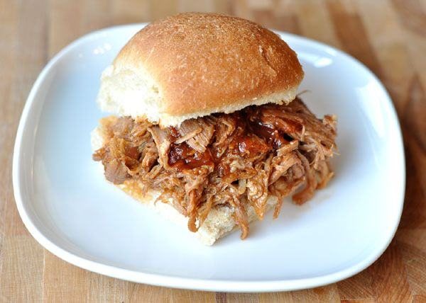 BBQ+Pulled+Pork+Sandwiches+(Slow+Cooker)