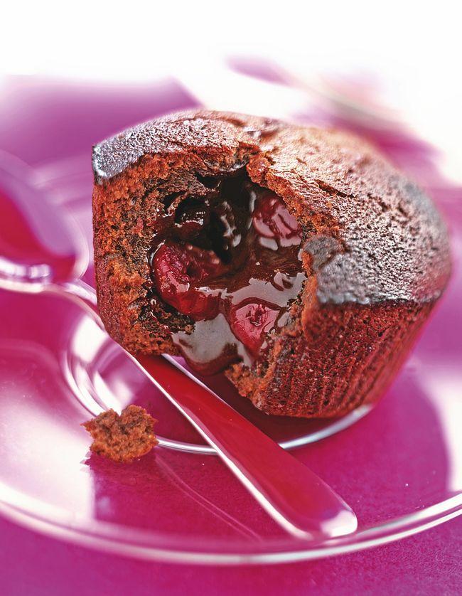 Préparez un fondant au chocolat et à la cerise avec notre recette facile. Un dessert au goût exquis pour toute la famille.