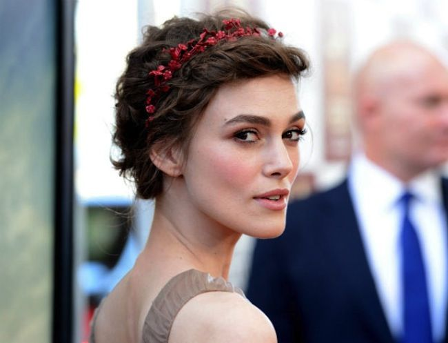 Keira shows us how it's done with a pixie cut and a vibrant headband. #hair #accessories #celebrity