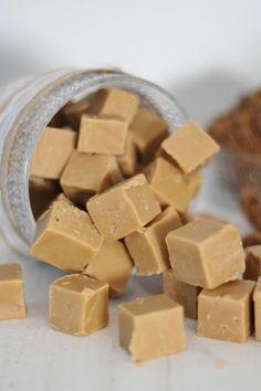 Monenmoista fudgereseptiä on tullut kokeiltua vuosien varsilla ja joukossa on ollut monia ihan hyviäkin, mutta tämä ohje kiilasi ehdo...