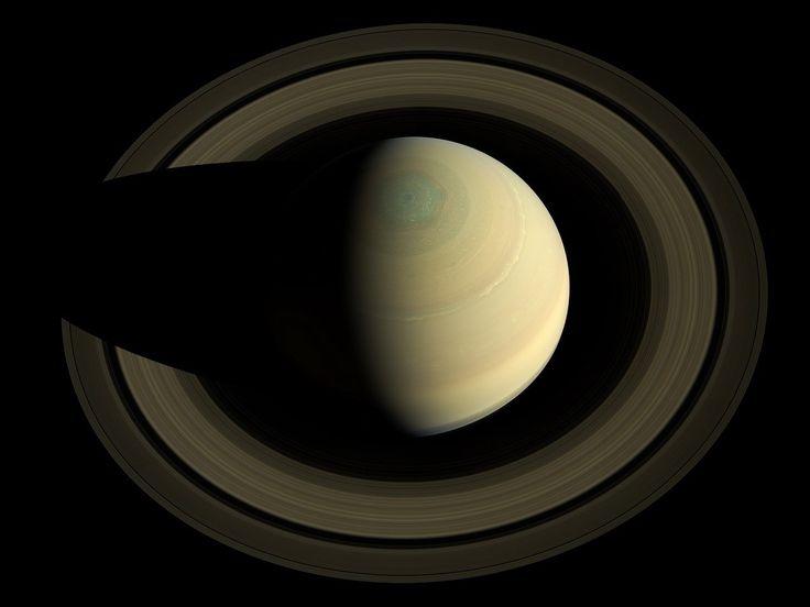 El Cielo Nocturno de Octubre. Efemérides Astronómicas Edit  El cielo nocturno de octubre y todos sus secretos en las efemérides astronómicas del mes, válidas para ambos hemisferios. ¿Qué nos depara este mes? Polo Norte de Saturno - astronomiadecampo.com