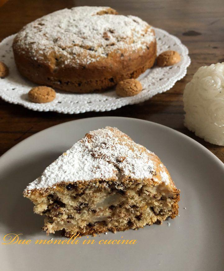 La torta pere amaretti e cioccolato è un dolce semplice, perfetto per la colazione e la merenda di grandi e bambini, ma anche da servire come dopo pasto o accanto ad una bella tazza di tè.