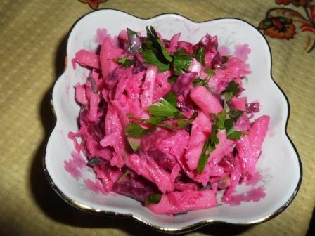 Салат из редьки и печеной свеклы