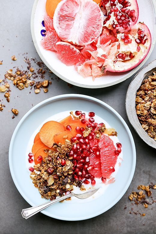 Winter Fruit and Yogurt Breakfast Bowls with Gingerbread Granola | http://www.floatingkitchen.net