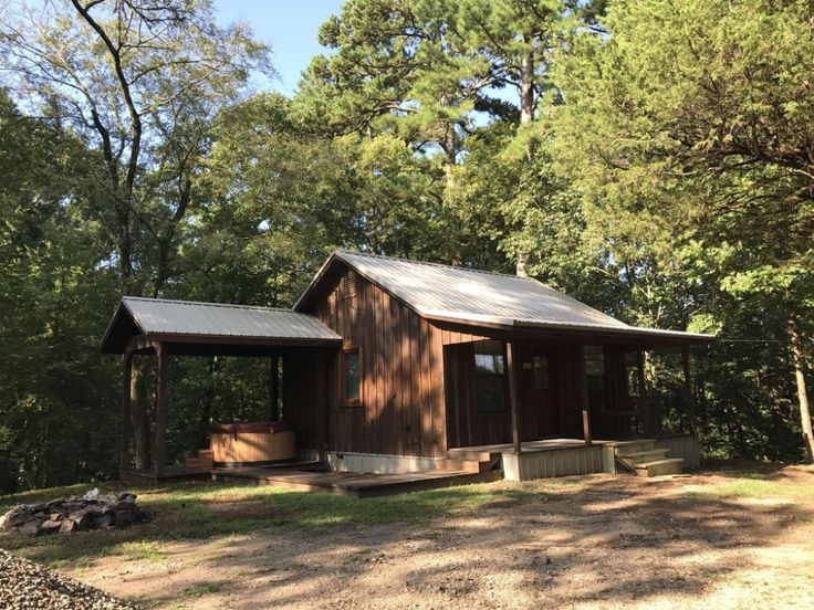 Cute 450 sq ft couple cabin, Hot tub, private drive 135