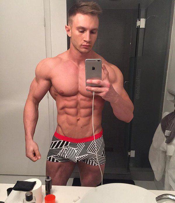 Muscle mirror selfie