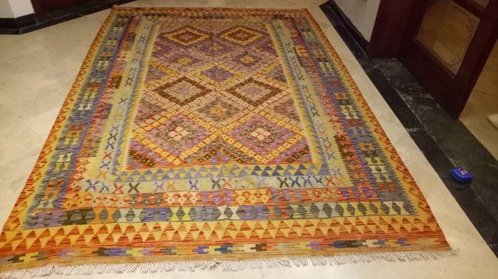 ULTRA fijne kwaliteit Vegi Hand Made Chobi Kilim tapijt dubbele gezicht Design 296 x 202 cm (97 x 6.3 Feet)  VEGI HANDGEMAAKTE CHOBI KILIM TAPIJTGemaakt van 100% zuivere wolTraditionele & aantrekkelijke Designs296 x 202 cm (97 x 6.3 Feet)Multi Purpose gebruikt met inbegrip van slaapkamer keuken ingang enzDeze prachtige VEGI HAND gemaakt wol CHOBI KILIM RUG is puur de hand geweven en gemaakt van wol. Deze kilim beschikt over een dubbele gezicht design en haar ontwerpen en rijke tinten zal een…
