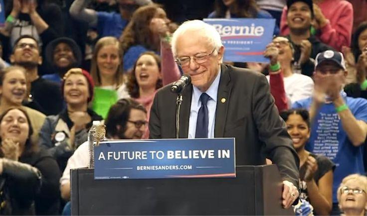 Bernie Sanders a vu son discours interrompu par un petit activiste à plumes.