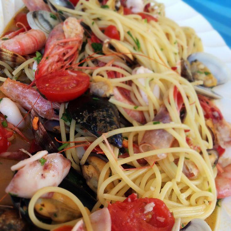 Spaghetti allo Scoglio, ricetta su appesiaunospago.it