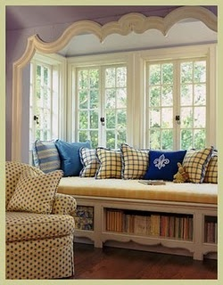 window seat - the moulding (?) around this space is nice. Or maybe I just like the idea of moulding around the space. Maybe buildout space around windows and do this??