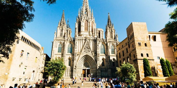 So you want to see the main highlights of Barcelona, but also avoid the tourist hassle? This is your chance to discover the city's most popular sites the local way! See the main attractions of the city and some of its best hidden gems with your favorite private host!