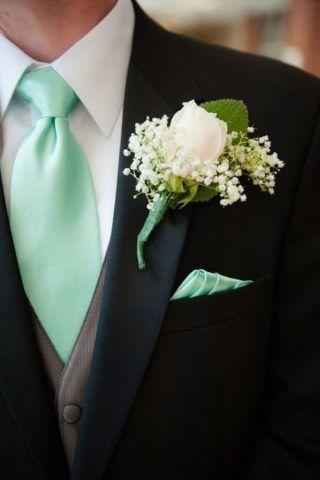 Que el vestido de la novia es claro protagonista en una boda, es un hecho. Pero nos preguntamos por qué la vestimenta del novio, en muchas ocasiones...