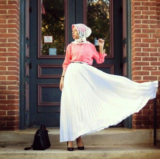 Saufeeya in pleated skirt and coral buttoned up top #hijabi