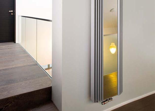 Jaga Iguana visio,     De symboliek van een stralende zon    Warmte met symboolwaarde. Geïnspireerd op een kindertekening van een stralende zon.  Bij de Arco zijn de slanke driehoekige buizen in een lichte kromming geplaatst, waardoor de Arco uit elk gezichtspunt een nieuwe aanblik biedt.  Bij de Iguana Visio is aan de ruime functionaliteit nog een spiegel toegevoegd. Ideaal voor de hal, badkamer, of slaapkamer.  Ook verkrijgbaar in plus versie voor lage
