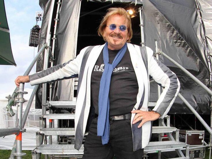 """Beim Berliner Urgestein Frank Zander ist Prostata-Krebs festgestellt worden. Mit seiner Erkrankung geht er ganz offen um – und das hat einen guten Grund! Als Frank Zander (75, """"Best of Wahnsinn"""") vor einigen Tagen einen Auftritt """"wegen Krankheit"""" absagen musste,..."""