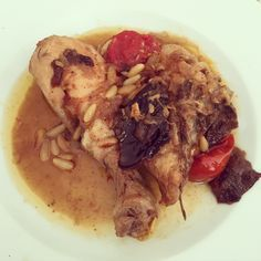 receta-pollo-rustido-con-ciruelas-y-piñones