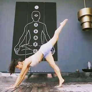 Creative flows by @yogawithbriohny 🧘♀️ . #yogainspiration  . . . #fitmom #lifestyle #postpartum #fitmoms #fitmama #momlife #momswithmuscle #strongmom #igfitmoms #yogamom #healthymom #momswholift #fitmomsofig #boymom #fitchicks #girlswholift #girlswithmuscle #cardio #healthychoices #getfit #transformation #weightlossjourney #fitnessmotivation #fitnessjourney #active #fitactions #yoga #namaste #healthyliving #wellness #routine