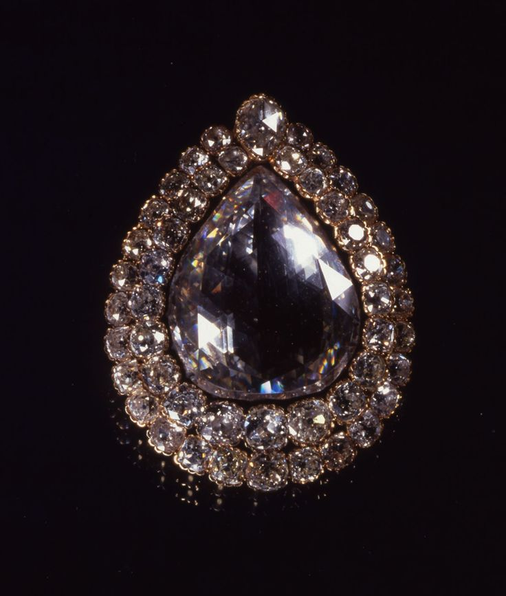 Palacio Topkapi de Estambul - el Diamante del Cucharero, el tercer diamante más grande del mundo con sus 86 quilates y 17.2 grs.