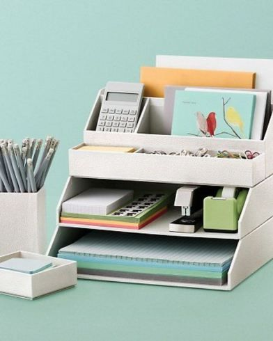 Organizando a mesa de trabalho.