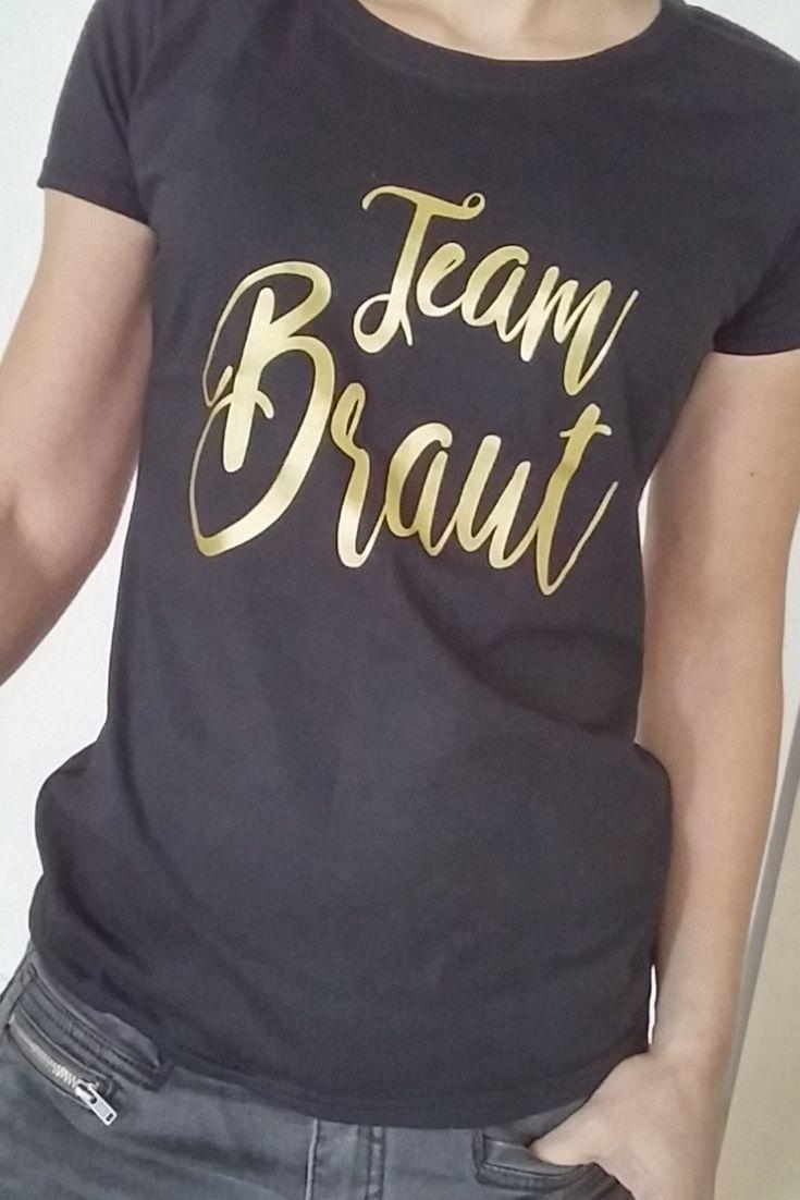 """466c96f2de6b8 Outfit Inspiration für den Junggesellinnenabschied – unser schwarzes JGA- Shirt mit dem goldenen Aufdruck """"Team Braut"""". Entdeckt in unserem Online  Shop noch ..."""