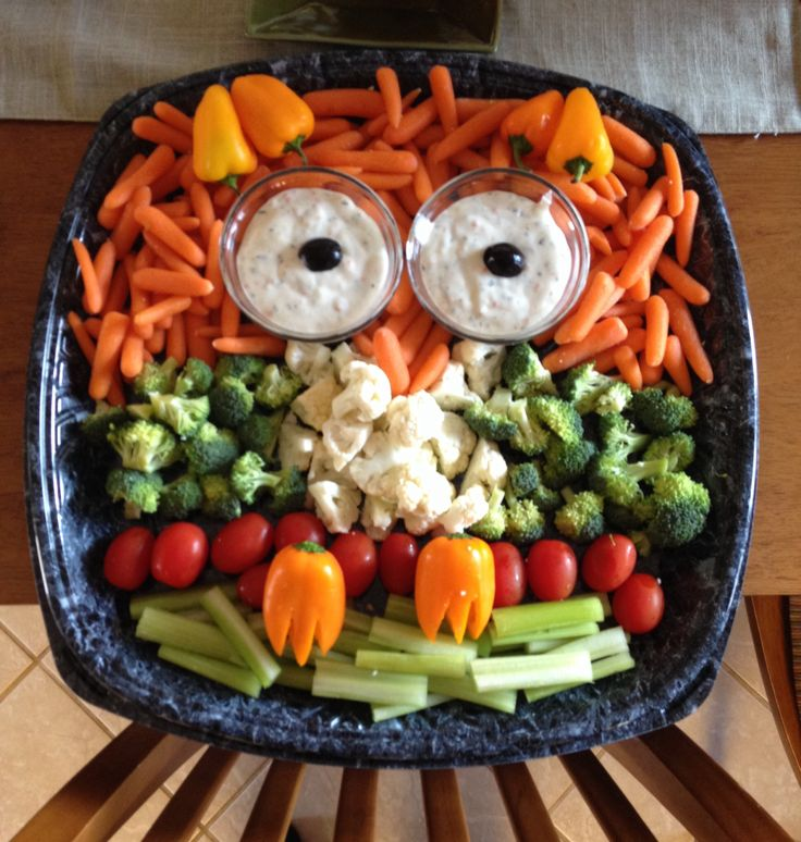 Owl veggie tray - who says you can't play with your food? #UniquelyGreek http://www.uniquely-greek.com/products.php